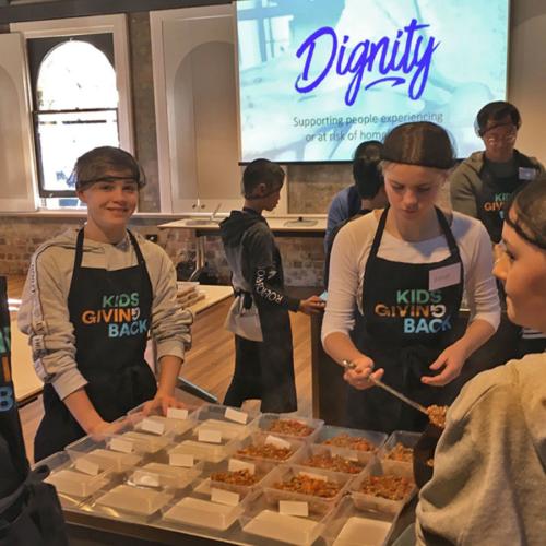 Kids-giving-back2160