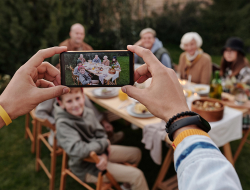 family-picture-eating-outdoors2160