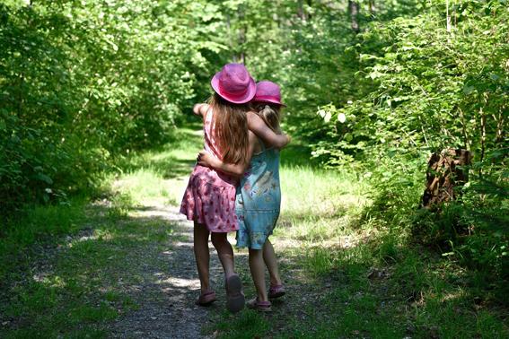 human-girls-path-walking1440