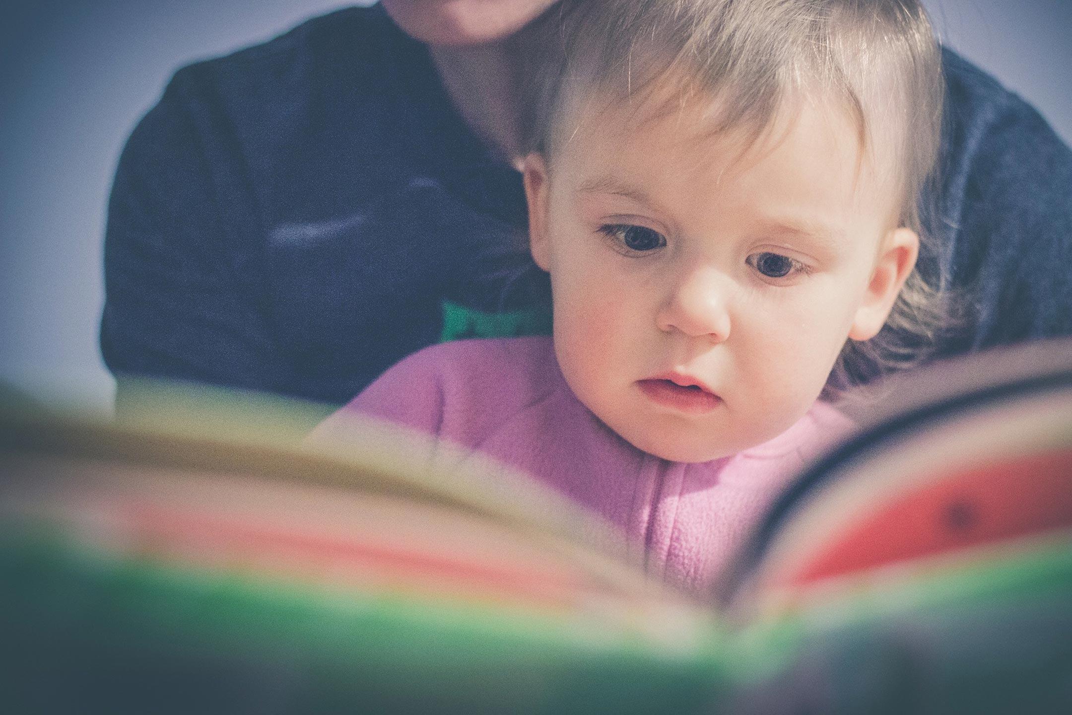 baby-parent-reading2160