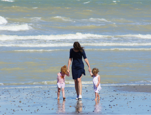 mother-two-girls-on-beach2160