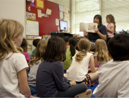 teacher-reading-to-kids2160