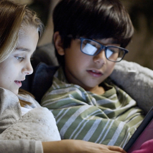 two-kids-looking-at-tablet-at-night2160