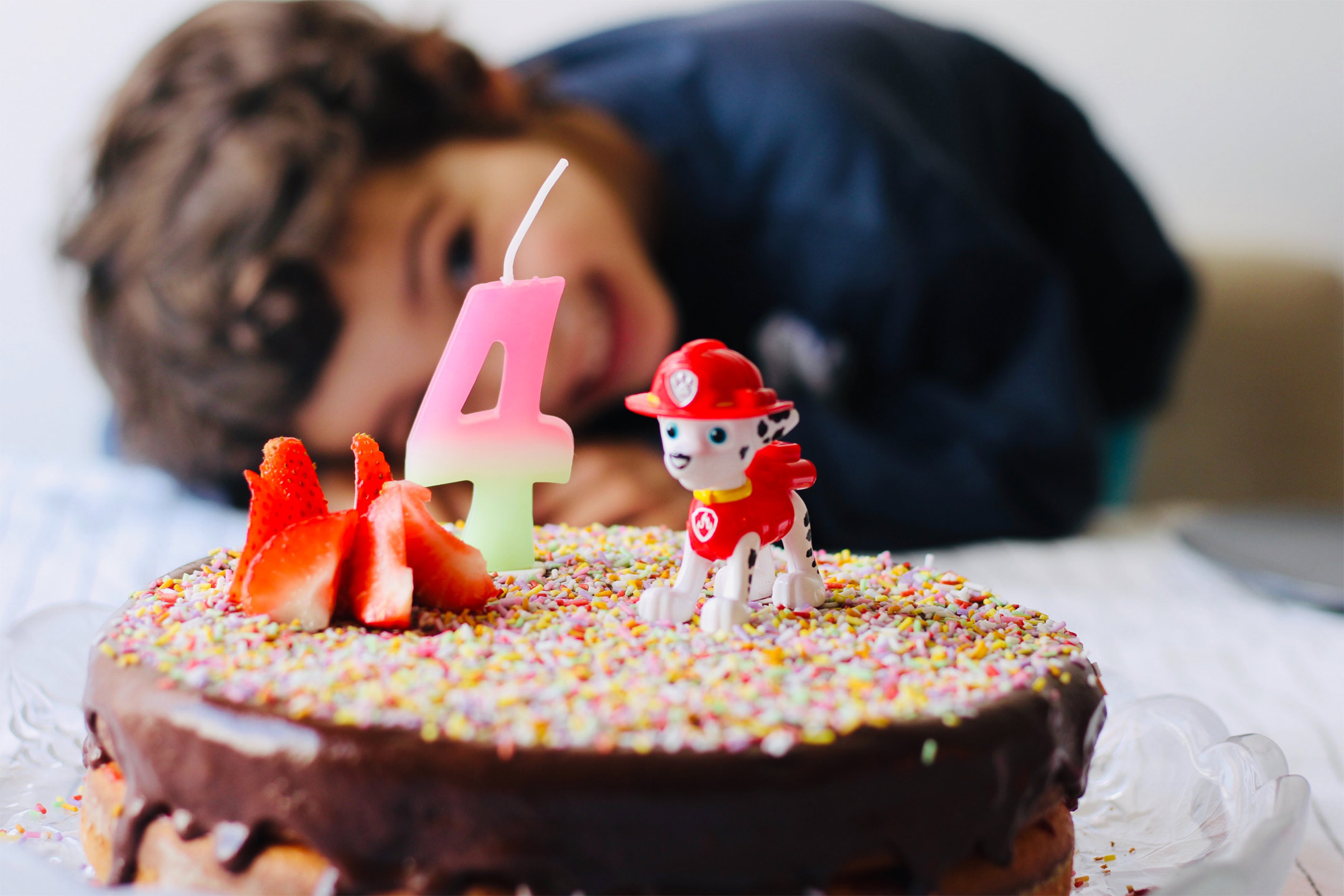 4yr-old-with-birthday-cake2160
