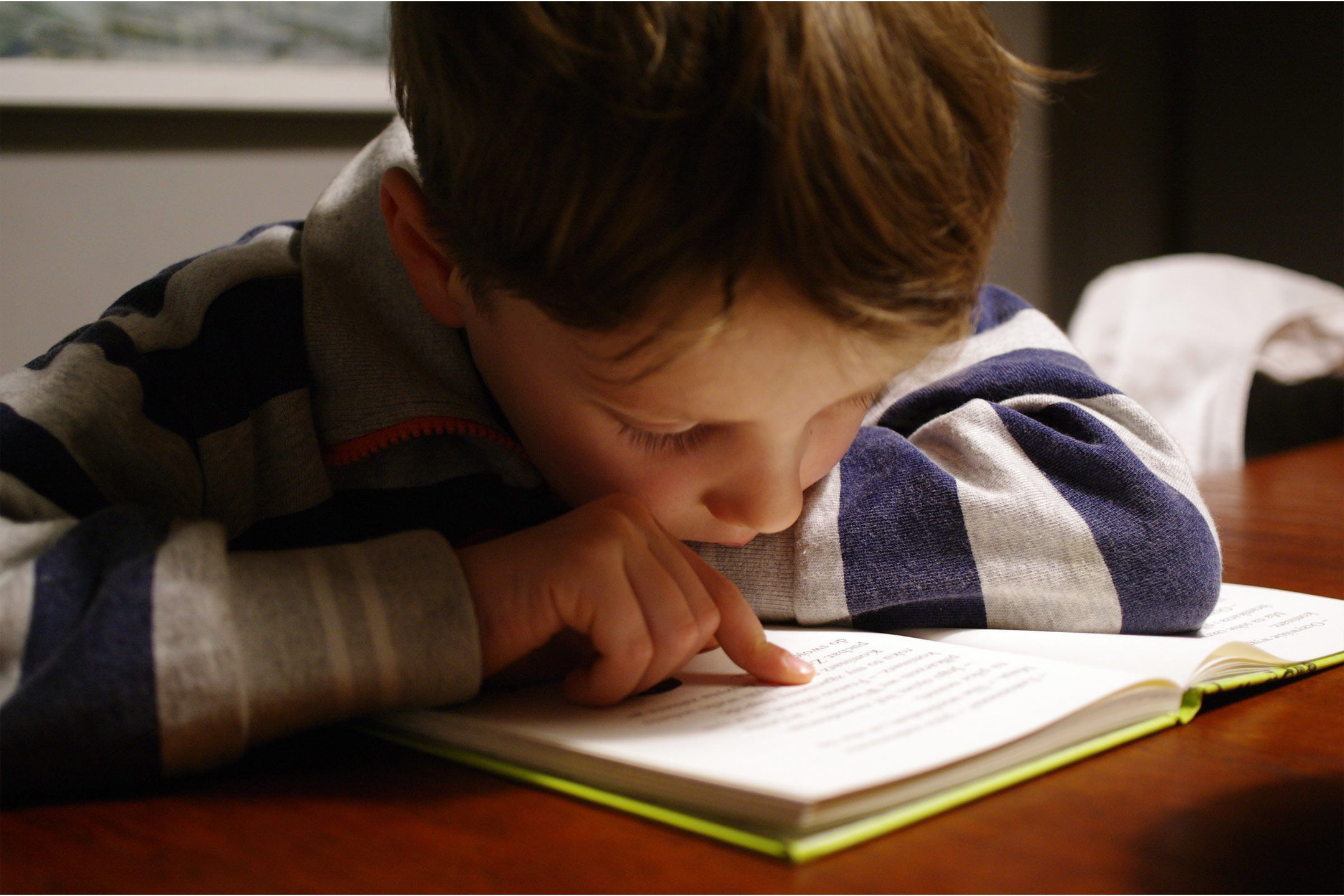 boy-trying-to-read2160
