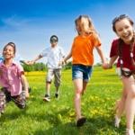 group-of-running-kids2160