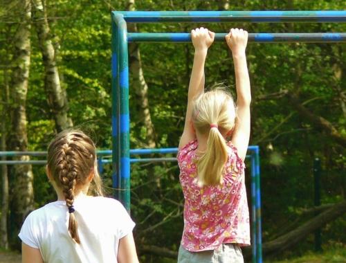 children-play-equipment2160
