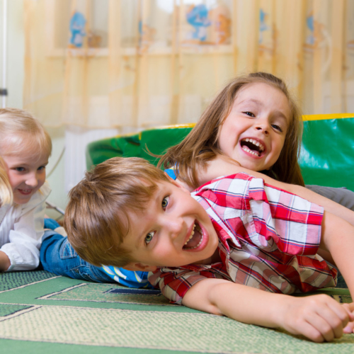 kids-playing-indoors2160
