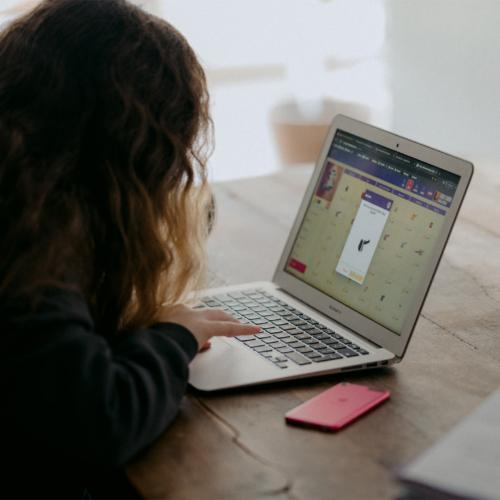 teen-on-laptop2160