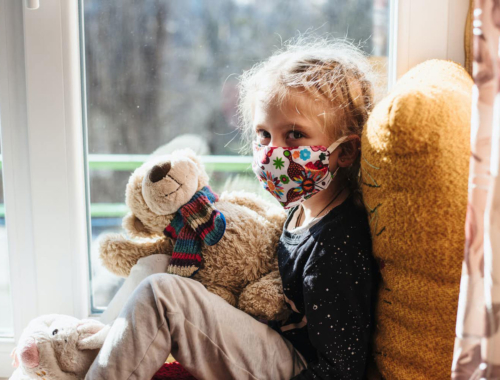 sad-child-with-mask-and-teddy2160