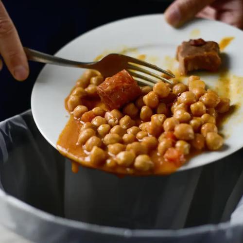 food-watste-into-bin2160