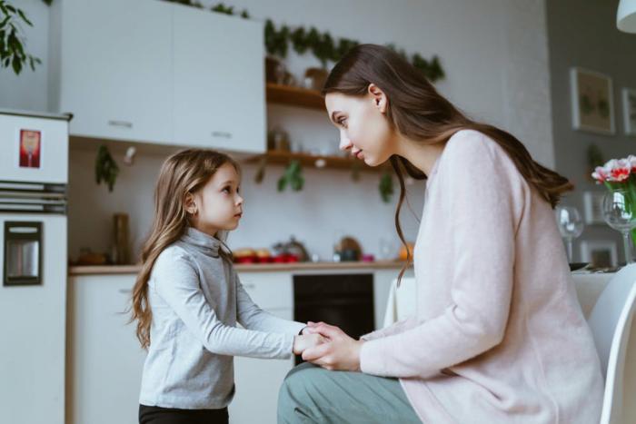 mum-seriously-talking-to-girl2160