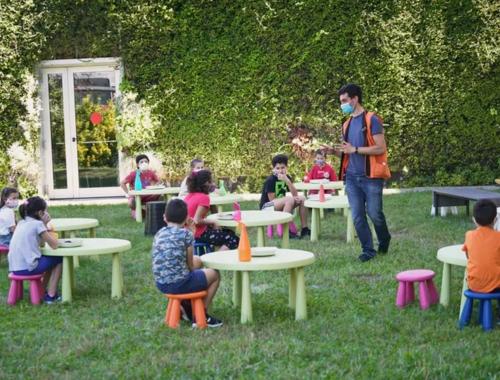 schools-teaching-outside2160