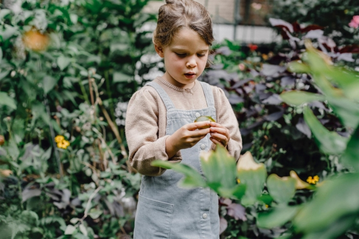 urban-foraging-child2160